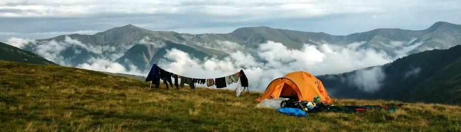 pohoří Tarku, Rumunsko (pohled na pohoří Godeanu)
